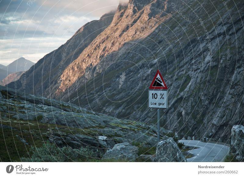 Low gear Ferien & Urlaub & Reisen Ferne Güterverkehr & Logistik Landschaft Felsen Berge u. Gebirge Gipfel Verkehr Autofahren Straße Verkehrszeichen