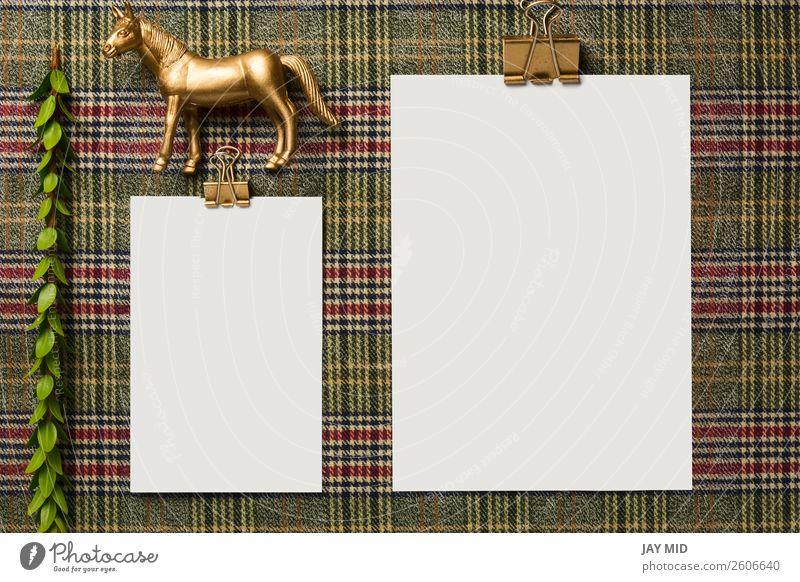 Feiertagsmenü mit goldenen Ornamenten verziert Abendessen Winter Dekoration & Verzierung Tisch Erntedankfest Weihnachten & Advent Silvester u. Neujahr Pferd