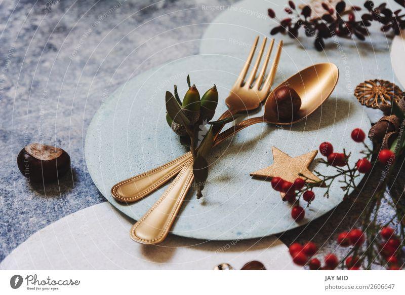 Weihnachts-Tischdecke, Goldbesteck und Nandinas Abendessen Teller Gabel Löffel Winter Dekoration & Verzierung Restaurant Feste & Feiern Erntedankfest