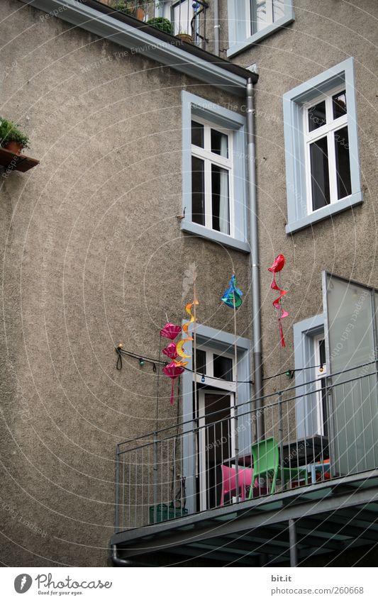 ein bisschen Farbe Stadt Freude Haus Fenster Wand Architektur Glück Stein Mauer Stil Gebäude Tür Feste & Feiern Wohnung Fassade Design
