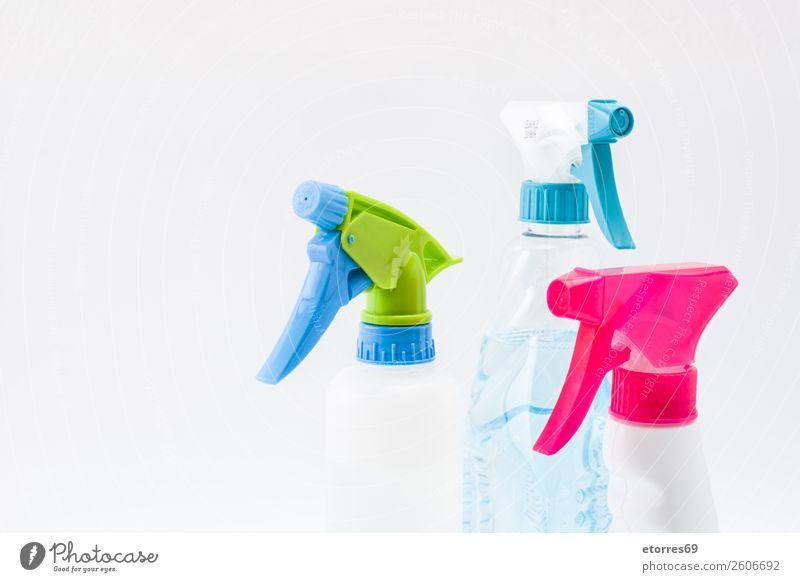 Reinigung von Sprühprodukten isoliert. Kopierbereich Sauberkeit Reinigen Produkt heimisch Kunststoff Haushalt Flasche antiseptisch Desinfektion Chemikalie
