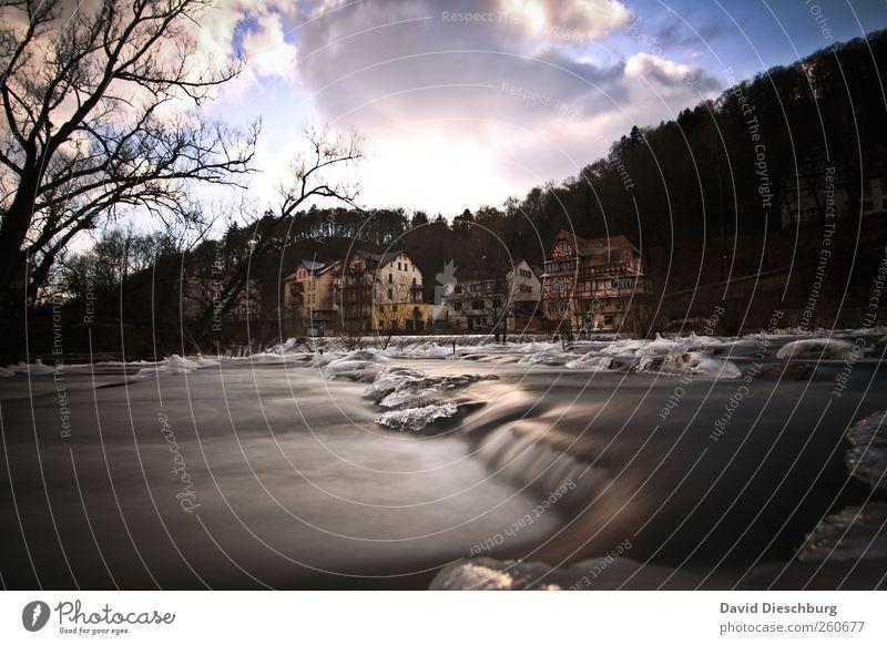 Eisige Zeiten Landschaft Pflanze Wasser Himmel Wolken Winter Frost Baum Wald Flussufer Wasserfall Marburg Lahn fließen Farbfoto Außenaufnahme Menschenleer Tag