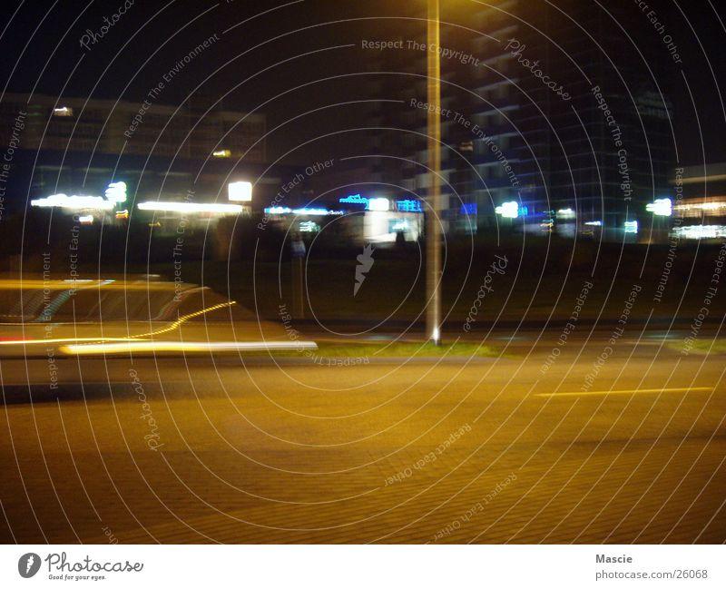 Fastlane Nacht dunkel Licht Laterne Geschwindigkeit Stadt Haus Beleuchtung Verkehr Bewegung PKW Straße