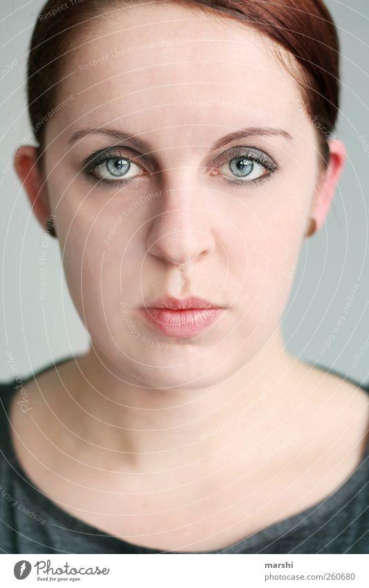 M. Stil Mensch feminin Junge Frau Jugendliche Erwachsene Kopf Gesicht 1 18-30 Jahre schön Segelohr gerade blauäugig Nase Auge Schminke streng dunkelhaarig