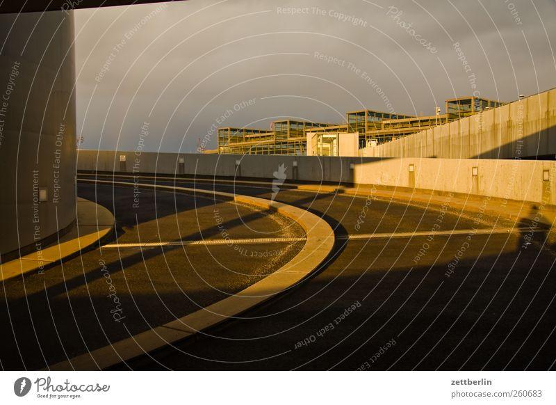Parkhaus Südbahnhof Klima Klimawandel Wetter Schönes Wetter schlechtes Wetter Stadt Hauptstadt Haus Bahnhof Bauwerk Gebäude Architektur Wahrheit