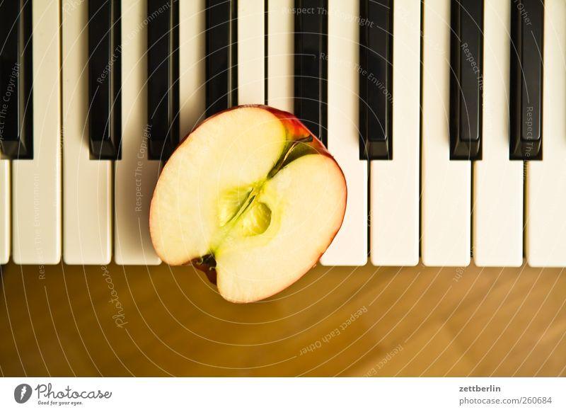 Klavier an Apfelhälfte Spielen Musik Kunst Lebensmittel Freizeit & Hobby frisch Klaviatur Bioprodukte Hälfte Vitamin Ton Sinnesorgane Vegetarische Ernährung