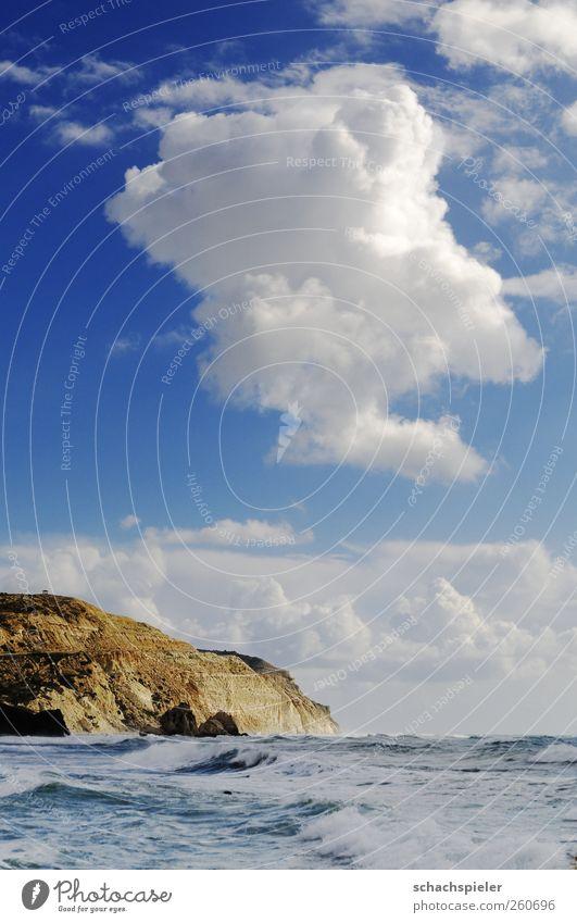Zypern Steilküste Natur Landschaft Urelemente Wasser Himmel Wolken Wellen Küste Meer Mittelmeer Insel Klippe blau braun weiß Kraft Farbfoto Außenaufnahme
