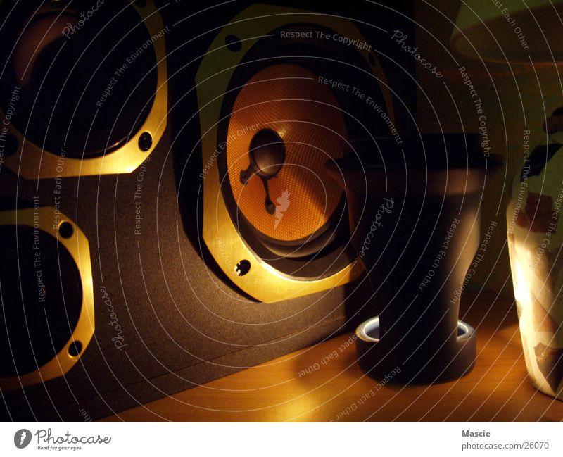 Speaker Lautsprecher Kerze Licht glänzend Teelicht dunkel Dinge Lichterscheinung Ton gold