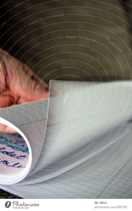 seitenwechsel Hand weiß Schule Linie lernen Schriftzeichen leer Papier Bildung schreiben Typographie Buchseite fleißig Literatur Tinte Heft