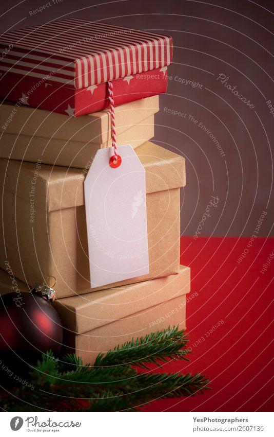 Weihnachtsgeschenkboxen und leeres Etikett Winter Feste & Feiern Weihnachten & Advent Silvester u. Neujahr Tradition Weihnachtskugeln Frohe Weihnachten