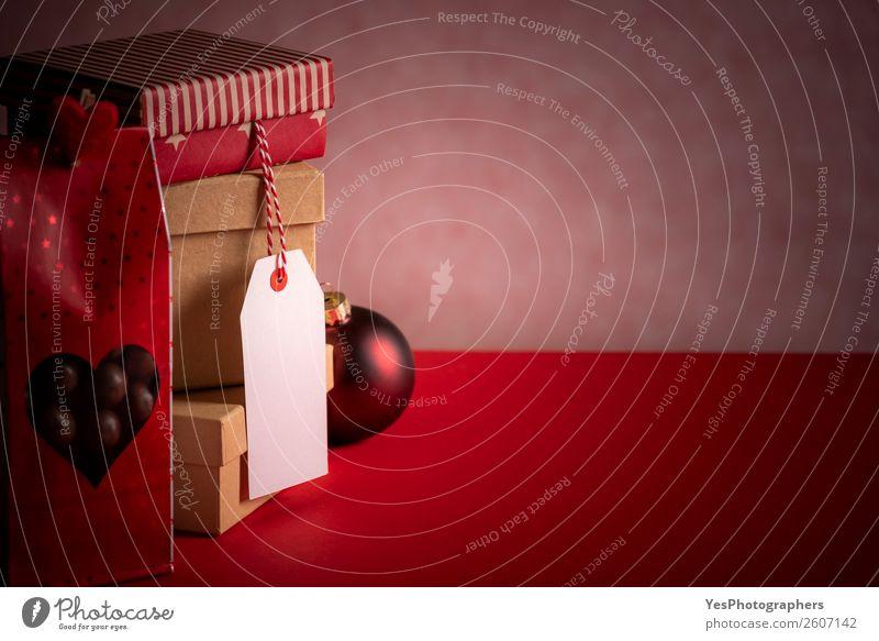 Geschenkstapel mit Etikett und Süßigkeitenbeutel Weihnachten & Advent Silvester u. Neujahr Geburtstag Liebe Tradition Weihnachtskugeln Frohe Weihnachten
