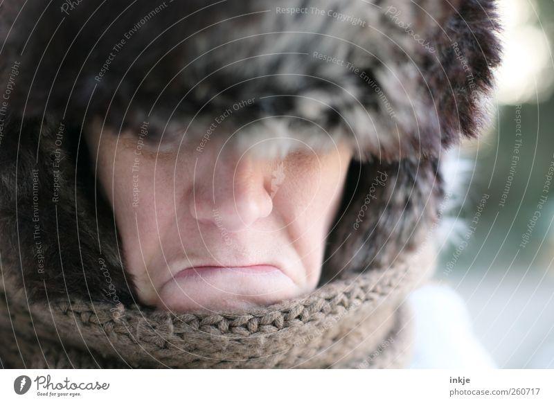 Ich will keinen Frost mehr!!! Lifestyle Erwachsene Leben Gesicht Winter Klima Eis Fell Schal Mütze Fellmütze frieren Kommunizieren Traurigkeit dunkel kalt