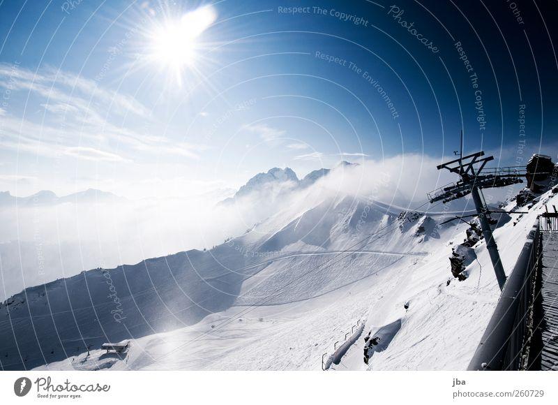 Terrasse mit Aussicht Himmel Winter Wolken kalt Schnee Landschaft Berge u. Gebirge Freiheit Wege & Pfade Nebel Abenteuer Tourismus fahren Alpen Schutz Gipfel