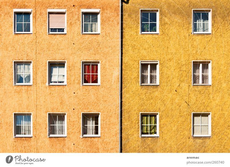 """9 : 6 Stadt Stadtzentrum Haus Gebäude Architektur """"Wohnhaus Mehrfamilienhaus"""" Mauer Wand Fenster Häusliches Leben alt gelb Farbfoto Gedeckte Farben"""