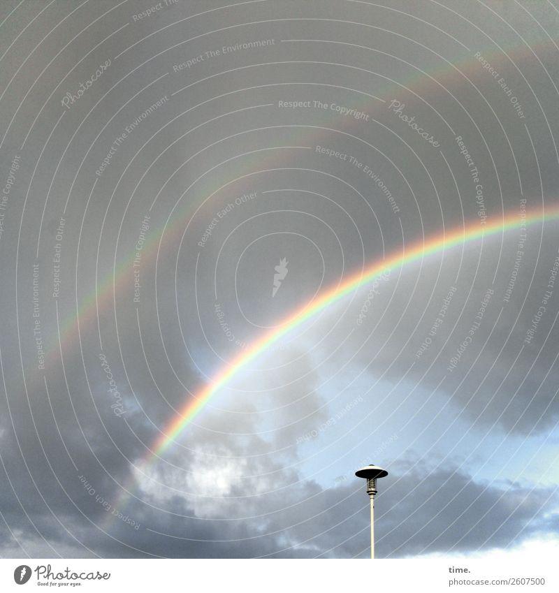 Somewhere over the Rainbow Wassertropfen Himmel Wolken Schönes Wetter Regenbogen regenbogenfarben Straßenbeleuchtung außergewöhnlich frei natürlich Originalität