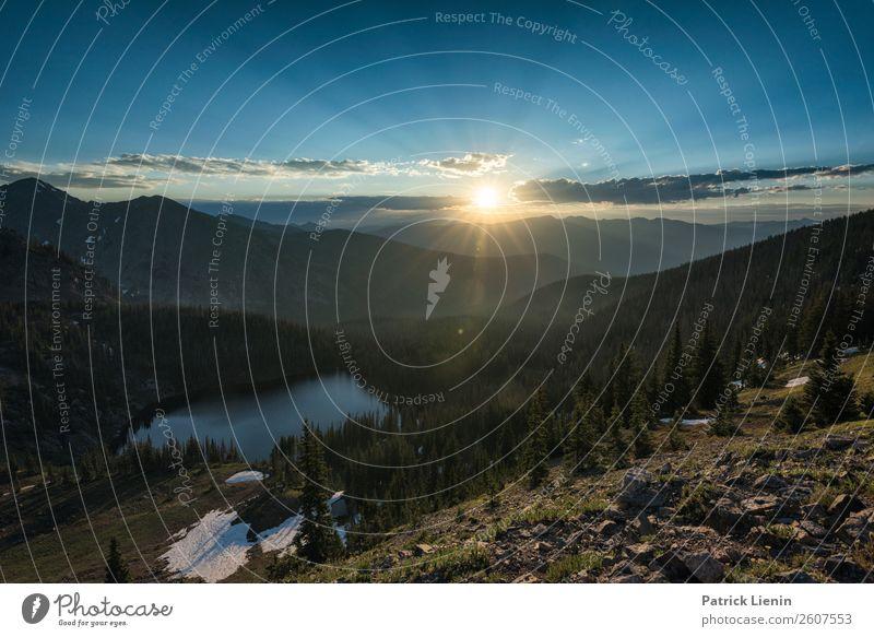 Sonnenaufgang über den Bergen Ferien & Urlaub & Reisen Tourismus Ausflug Abenteuer Ferne Freiheit Camping Berge u. Gebirge wandern Umwelt Natur Landschaft