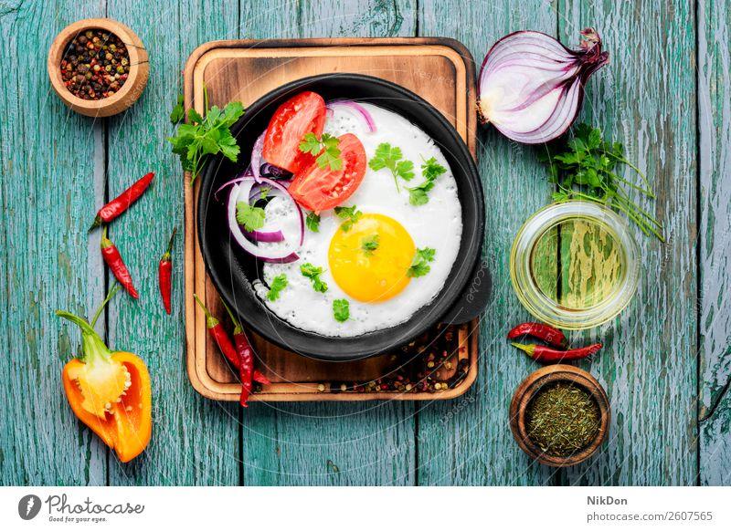 Schmackhaftes Spiegelei Ei Pfanne Morgen Frühstück gegrilltes Ei Lebensmittel gelb Mahlzeit Gesundheit gebraten Eigelb Protein Mittagessen Cholesterin Tisch