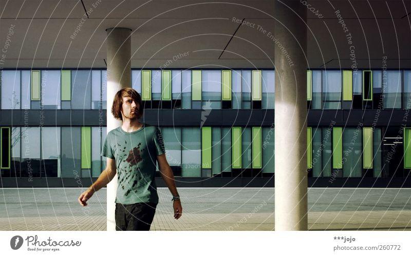 static <--|--> moving. Mensch Mann Jugendliche Stadt Architektur Bewegung Stil Gebäude Mode gehen Fassade laufen Platz maskulin modern Coolness
