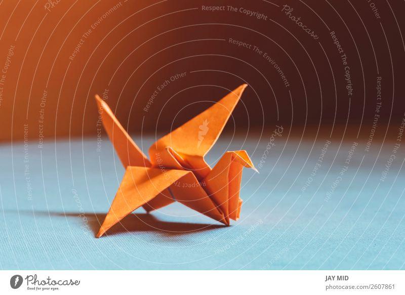 Oranger Origami-Vogel, ein Vogel aus Papier-Origami. Design Freizeit & Hobby Handarbeit Dekoration & Verzierung Handwerk Kunst Kultur Tier Spielzeug Hoffnung