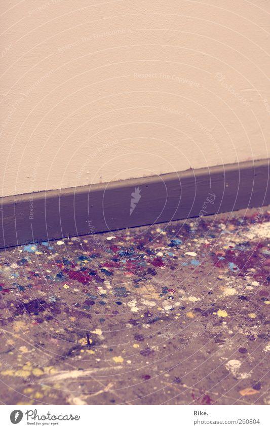 Farbkleckse. Kunst Maler Mauer Wand Farbstoff Bodenbelag Leiste Beton rebellisch verrückt wild chaotisch Design Farbe Inspiration Kreativität Kultur Ferne Stil