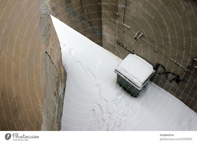 ... Winter Wetter schlechtes Wetter Schnee Gebäude Mauer Wand Beton alt grau weiß Ordnung ruhig Menschenleer Vogelperspektive