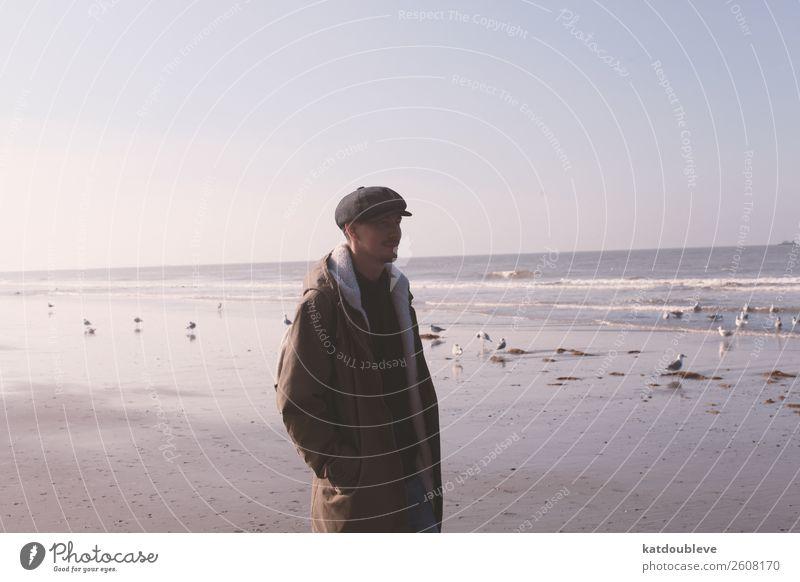 beach & sea Ausflug Ferne Freiheit Meer Junger Mann Jugendliche 1 Mensch Himmel Horizont Herbst Schönes Wetter Küste Strand beobachten entdecken Erholung