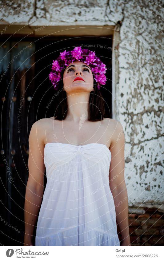 Hübsche brünette Frau Glück schön Körper Haut Gesicht Kosmetik Schminke Wellness Spa Mensch Erwachsene Natur Blume Mode Kleid Erotik frisch natürlich niedlich