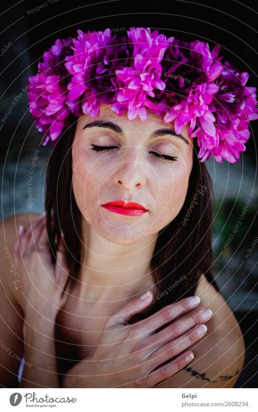 Hübsche brünette Frau Glück schön Körper Haut Gesicht Kosmetik Schminke Wellness Erholung Spa Mensch Erwachsene Natur Blume Mode Erotik natürlich niedlich