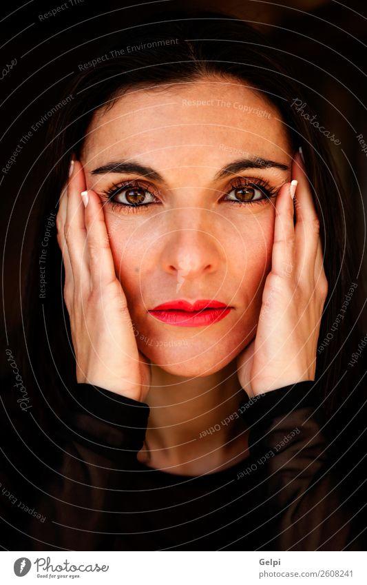 Hübsche brünette Frau Glück schön Körper Haut Gesicht Kosmetik Schminke Wellness Spa Mensch Erwachsene Natur Mode Erotik frisch natürlich niedlich Sauberkeit