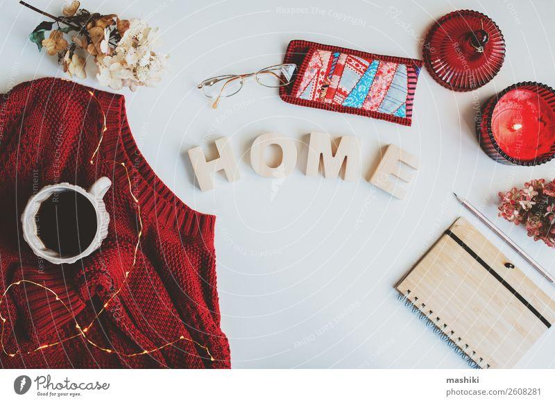 herbstliche saisonale flache zusammensetzung mit getrockneten blättern Lifestyle Winter Dekoration & Verzierung Schreibtisch Tisch Handwerk Natur Herbst Blatt