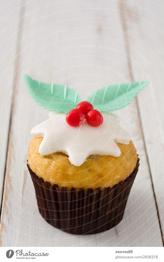 Weihnachtskuchen auf weißem Holz Lebensmittel Gesunde Ernährung Foodfotografie Backwaren Kuchen Dessert Bonbon Frühstück Weihnachten & Advent gut süß rot