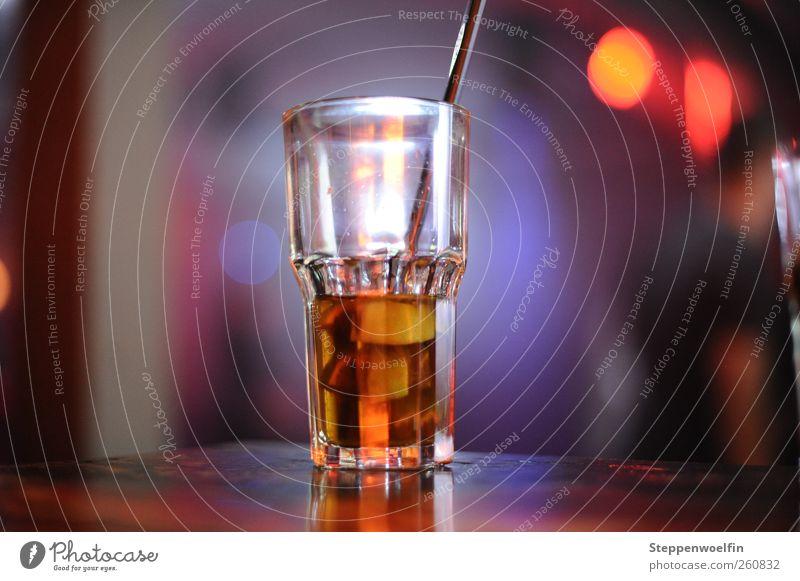 Glas im Discolicht II rot Freude gelb Stein Linie orange gold Freizeit & Hobby glänzend Getränk trinken Bar Club Veranstaltung