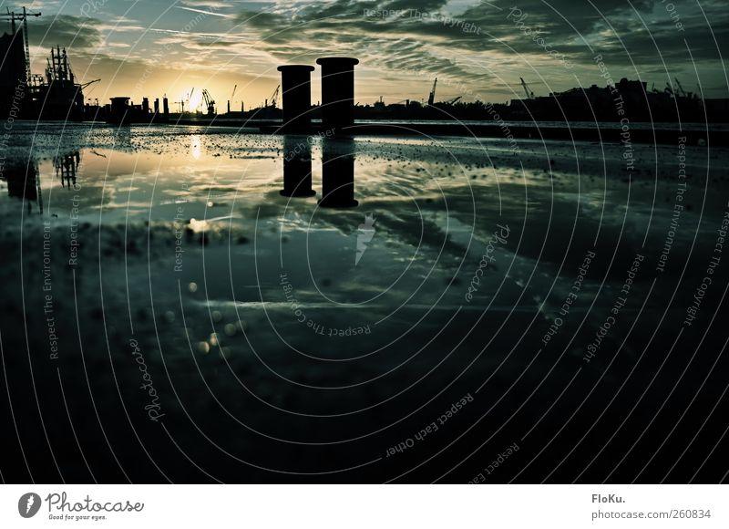 200 - da geht mir die Sonne auf Stadt Wolken Herbst dunkel hell Stimmung Zufriedenheit Hamburg Boden Hafen Schönes Wetter Fußweg Skyline Schifffahrt