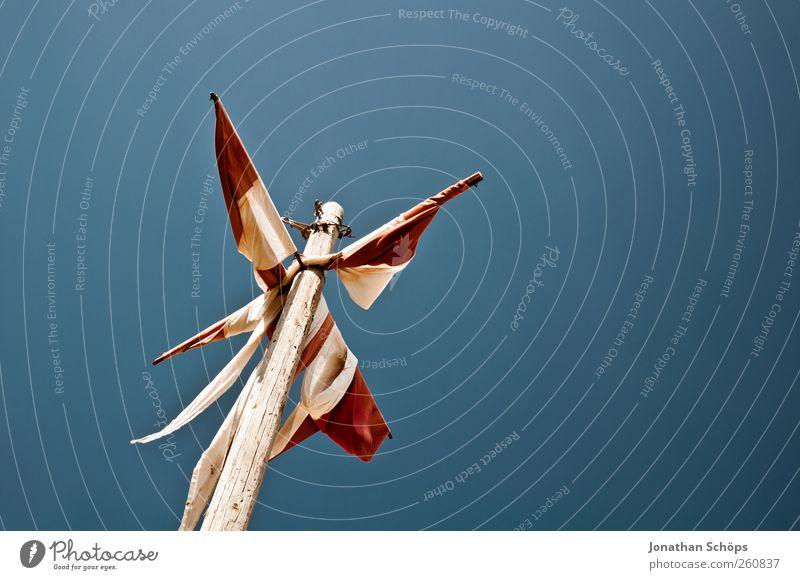 Flaggenmast Himmel blau weiß rot Ferne Luft braun Ausflug Tourismus Perspektive Stoff Symbole & Metaphern Fahne Schönes Wetter Frankreich vertikal
