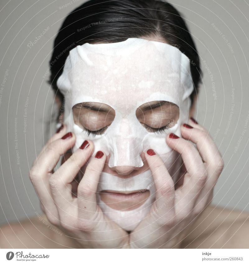 die Maske Mensch Frau Hand schön ruhig Erwachsene Gesicht Erholung Leben Gefühle Stil Stimmung Haut warten Lifestyle Wellness