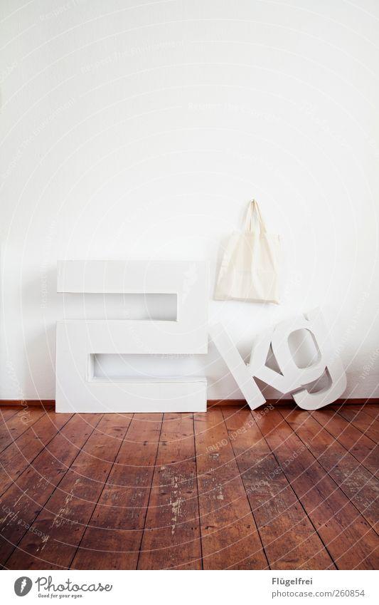 2kg Last Kunst stehen Buchstaben Karton verrückt Gewicht Kilogramm Jutebeutel Parkett Altbau Raum Bodenbelag hell weiß Wand Typographie Reflexion & Spiegelung