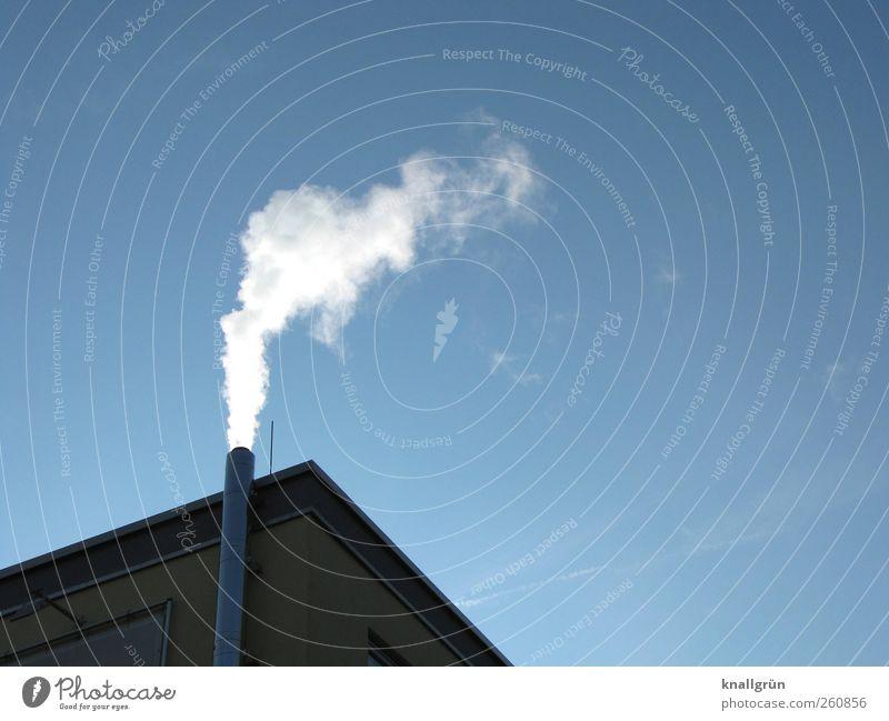 Rauchen wie ein Schlot Himmel blau weiß Wolken Haus Umwelt oben Fassade Häusliches Leben Luft leuchten Ecke Schönes Wetter Schornstein