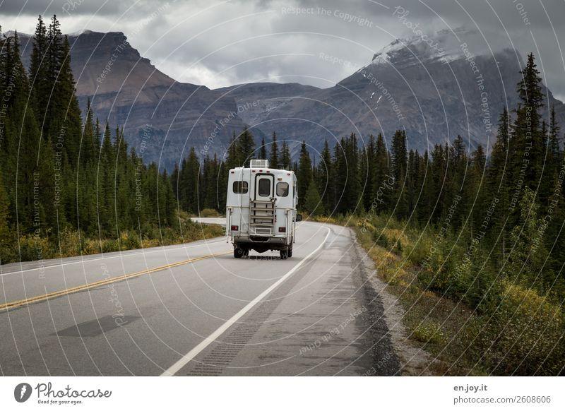 bin dann mal weg Ferien & Urlaub & Reisen Landschaft Wald Ferne Berge u. Gebirge Straße Lifestyle Herbst Tourismus Freiheit Ausflug Häusliches Leben