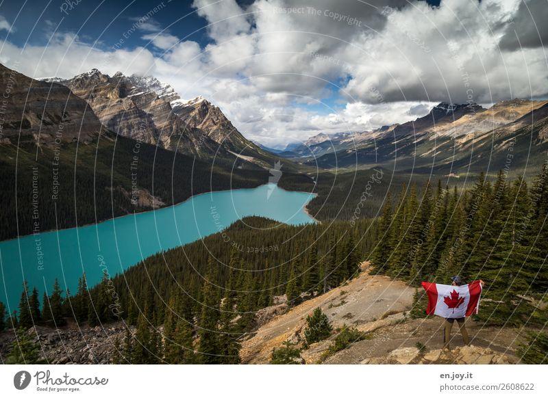 So schön ist Kanada... Mensch Ferien & Urlaub & Reisen Natur Mann Wolken Wald Ferne Berge u. Gebirge Erwachsene Tourismus Freiheit See Ausflug Abenteuer Fahne