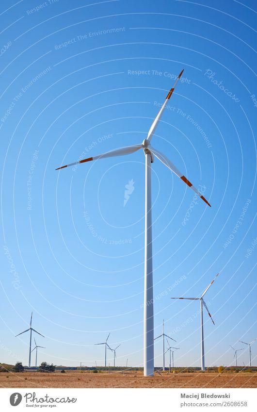 Bauernhof bei Sonnenuntergang. Industrie Technik & Technologie Energiewirtschaft Erneuerbare Energie Windkraftanlage Umwelt Natur Himmel Wolkenloser Himmel