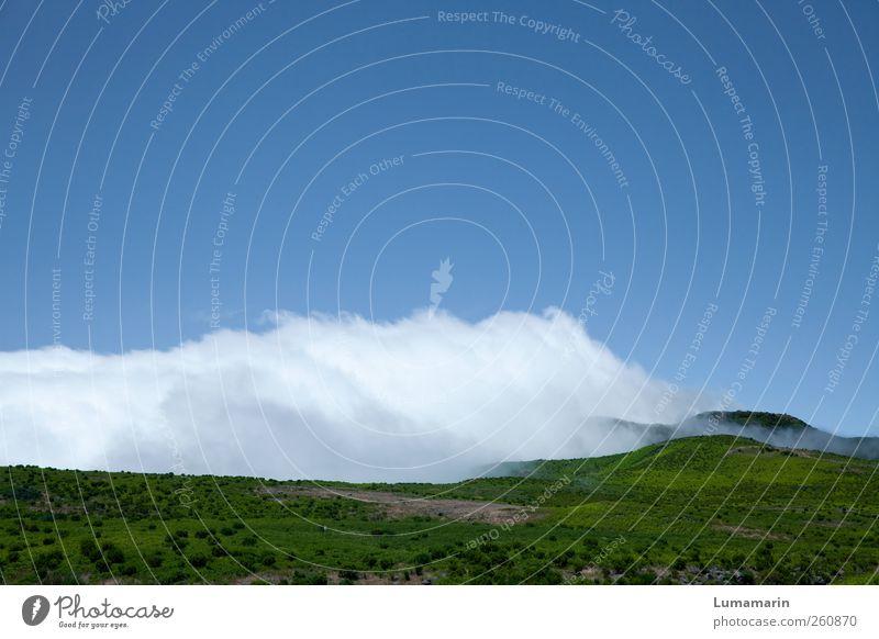 Wolkendecke Umwelt Landschaft Urelemente Erde Luft Himmel Horizont Sommer Wetter Schönes Wetter Hügel Berge u. Gebirge Insel Madeira Ferne groß Unendlichkeit