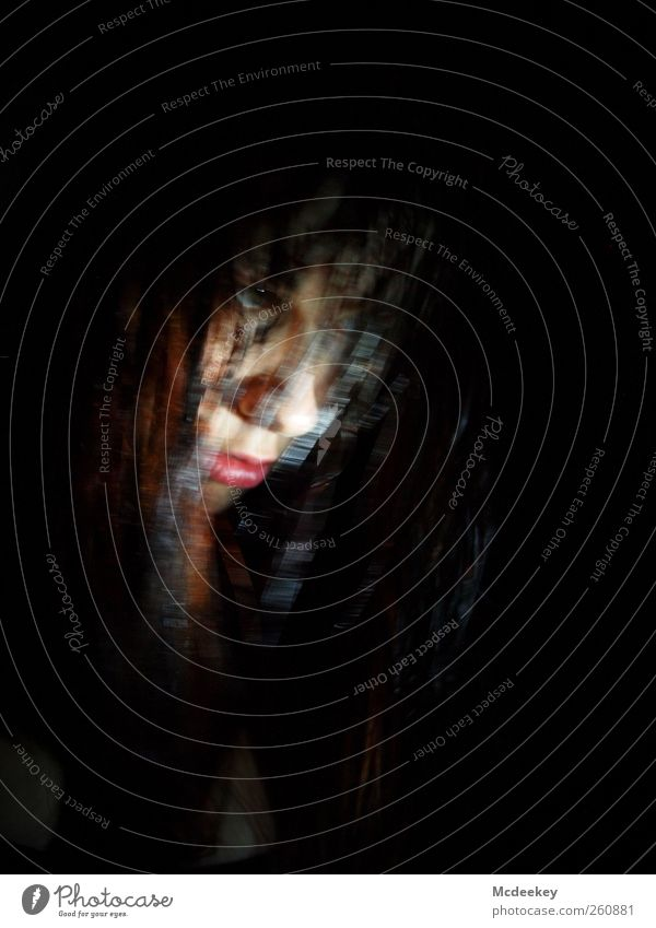 Unscharf im Visier Mensch Jugendliche weiß rot schwarz Erwachsene Gesicht Auge feminin dunkel grau Kopf Haare & Frisuren braun rosa Mund