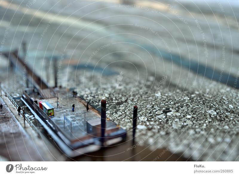 Miniaturanleger Wasser weiß Stadt Winter kalt klein Eis warten Hamburg Frost Fluss Hafen Schifffahrt Anlegestelle Elbe Fähre