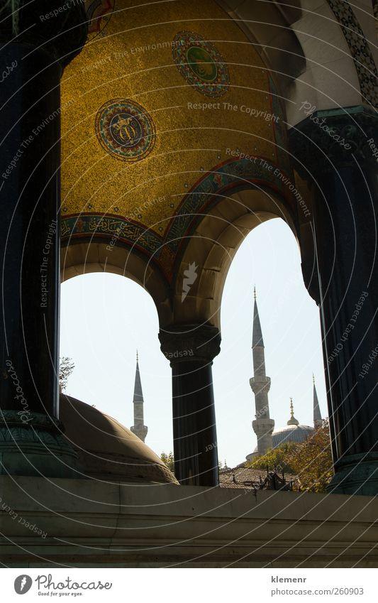 Blaue Moschee Minarett, gerahmt in einer kleineren Moschee. Tourismus Gebäude Architektur Denkmal historisch blau Religion & Glaube islamisch Istanbul Islam