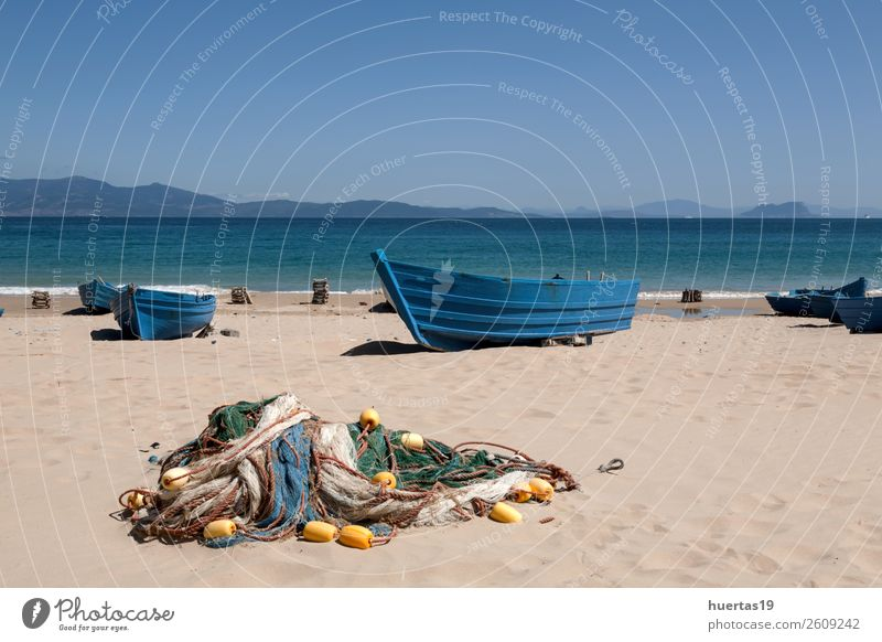 Boote am Strand Erholung Ferien & Urlaub & Reisen Tourismus Meer Sport Sand Küste Bootsfahrt Wasserfahrzeug Sonnenbrille Schal Hausschuhe Hut
