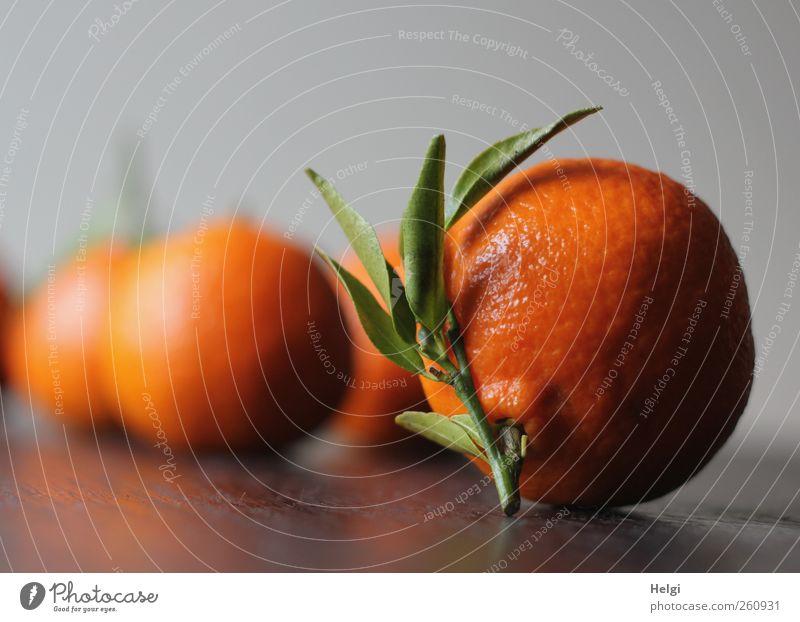 Obsttag... grün Blatt gelb Ernährung Lebensmittel Holz grau braun Gesundheit Orange Frucht natürlich liegen ästhetisch süß rund