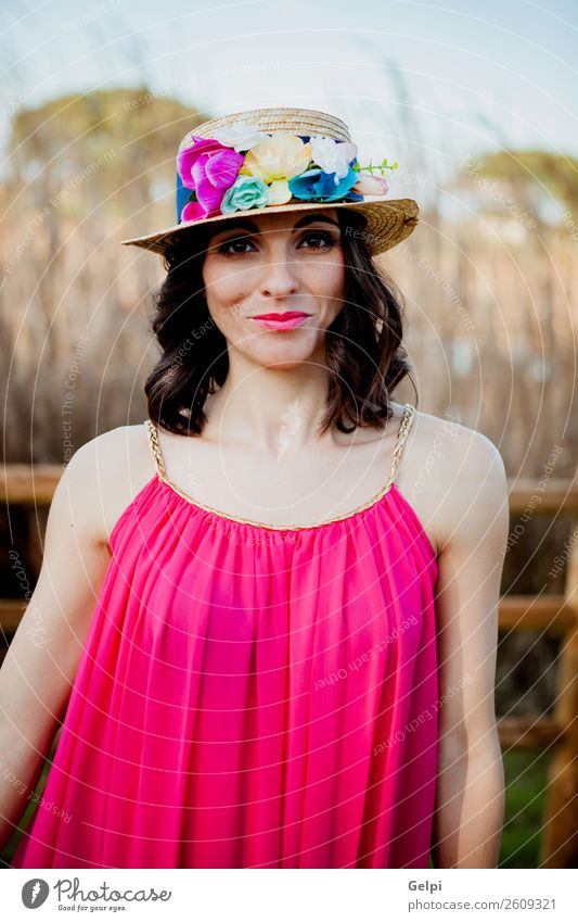 Hübsche brünette Frau Lifestyle Stil schön Mensch Erwachsene Natur Landschaft Blume Mode Bekleidung Kleid Hut Erotik niedlich retro rosa Mädchen jung