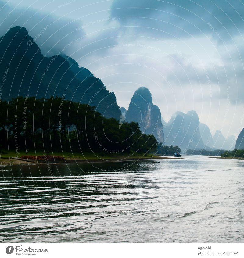 Ins Unbekannte Umwelt Natur Landschaft Pflanze Luft Wasser Felsen Flussufer Karst China Asien entdecken fahren außergewöhnlich bedrohlich blau braun grau grün