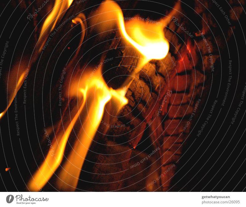 Bestimmt über 25°C schwarz dunkel Holz Wärme hell Brand Physik heiß brennen gemütlich Flamme Brandasche