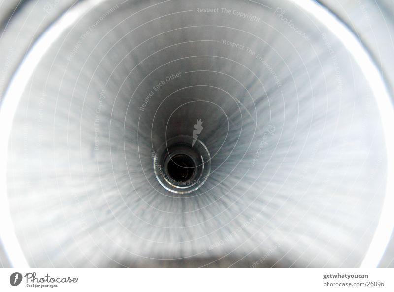 Tunnelblick schwarz dunkel grau obskur Eisenrohr tief Fluchtpunkt